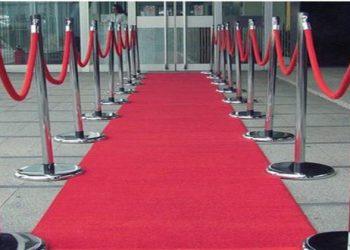 sarkans paklājs